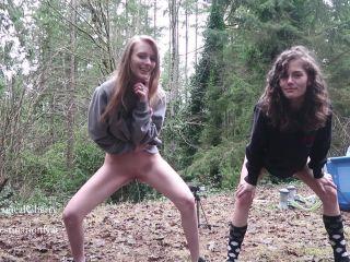 Best Friends Peeing Outside [FullHD 1080P] - Screenshot 2