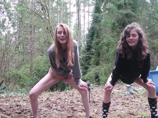 Best Friends Peeing Outside [FullHD 1080P] - Screenshot 3