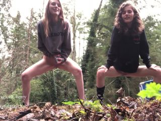 Best Friends Peeing Outside [FullHD 1080P] - Screenshot 5