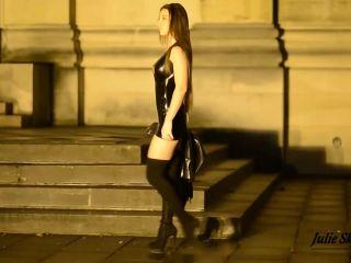 Julie Skyhigh, Pantyhose, Stockings, Leggings - whoring in latex dress mp4 [foot fetish]