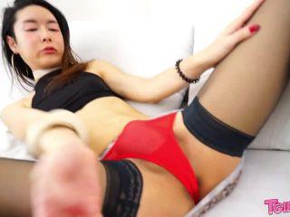 Horny Hyori Jacks Off