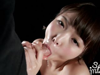 SpermMania presents Shino Aoi Sucks Dick with Cum in Her Mouth 碧しのはザーメンいっぱい口でフェラ - spermmania - handjob porn