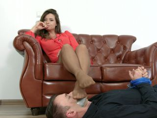 Nylon feet – Dominant Femine – 2 Clips – Punished Workers – MIX