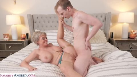 Dee Williams - Dee Williams Is Horny And Wants Her Husband To Send Her An Escort (720p)