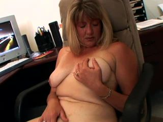 Watch a wholesome mom finger her pussy 640 Dana