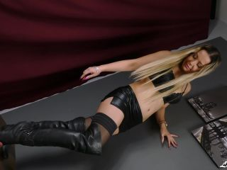 Boots – Lady Kara – Quiet! Doormat doesn't make any noises