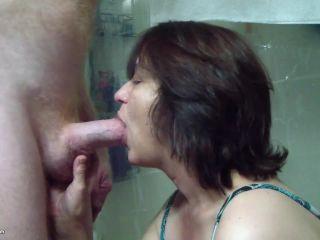 Amateur Mature woman sucks a cock 2019