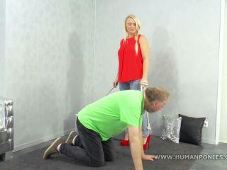 Human Horse – Boss Girls – The old horse is being ridden – Mistress Jane
