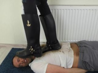 Foot domination – Smashed Face Under Dirty Boots