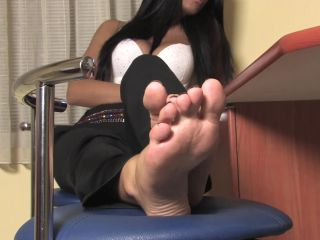 Online Fetish video Noemis World - Sexy brunette rubbing her feet