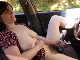 Yanks - Raven Snow's Hot Hairy Pussy In The Car  01/11/2017