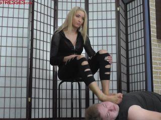 Cruel Mistresses - Mistress Ariel - Brutal Fun with Ariel's Feet - facepunching on fetish porn