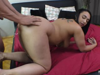 Freaky girl squirts!