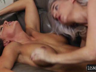 Lesbian Squirting 3