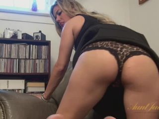 Alana Luv fingers her wet pussy
