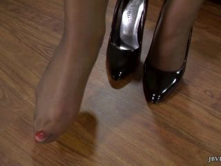 Jbvideo – AMIRAH ADARA – FOOT TEASE