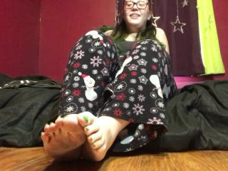 hannahnate96 - relax me with foot play