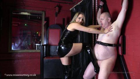 Mistress Courtney starring in video (Slave in Cross Ballbusting) [HD 720P]