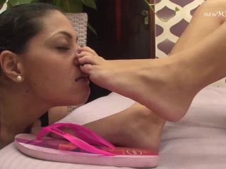 Submission – NewMFX – Licking Beatriz's Smooth Soles