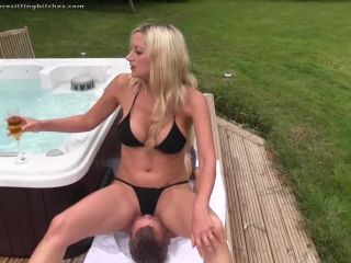 0967 Nikki Whiplash - Dripping Wet