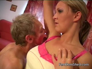 Princess Amber I stink Lick the sweat out of my armpits