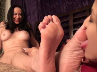 Toes lick – Pleasures Of The Sole – Diana Knight Topless and Worshipped