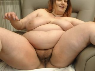 Bbw webcam model tyladyg chatting with spread legs and fingering pussy