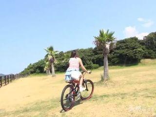 [10musume-110813 01] 天然むすめ 110813 01 ちゃりん娘~ビキニでマウンテンバイク~ / 水巻あかり Akari Mizumaki