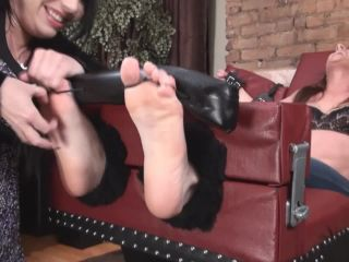 1TickleAbuse - Chloe Barefoot and Jeans BST BST Bst