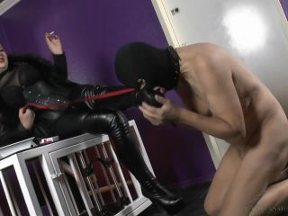 Smoking – Mistress Asmondena – Feeding A Slave Pig