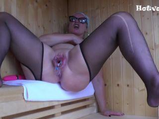 Hotvaleria – I Masturbate In The Sauna
