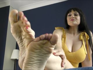 Superior Woman – Squirting For Soles