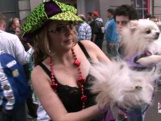 Big ass titties get flashed for beads at mardi gras