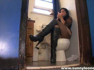 Movie title Sunny Leone Smoking