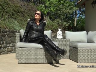 Chateau-Cuir –  Fetish Liza – Horny leather couple outdoors Part 1