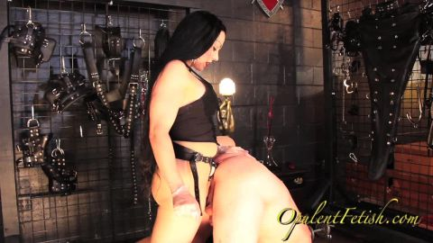 Goddess Cheyenne starring in video (The Meaning of Objectification) [HD 720P]