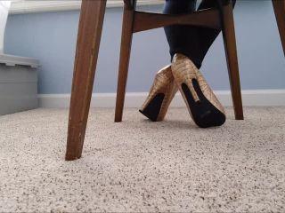 Shoeplay – Mo Rina – under my chair 2