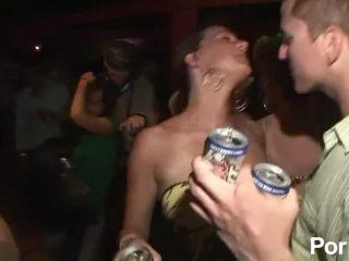 Porn Booty shake contest 6