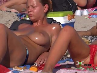 Candid Tits And Shaved Pussy Spread From Hot  Babe