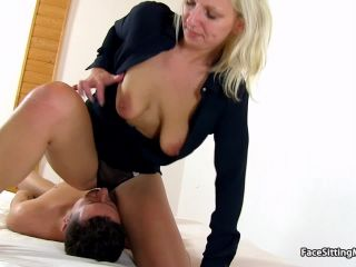Czech amateur mom Sima facesitting a bloke