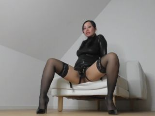 PornbabeTyra - Mistress Tyra lehrt dich ihren Strap-On zu lieben