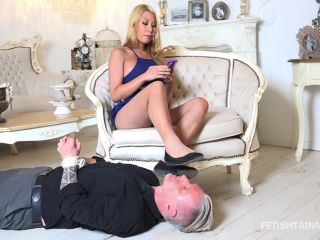 Feet Licking – Footworship FOOTSLAVERY – The ignored foot licker of Miss Vanny