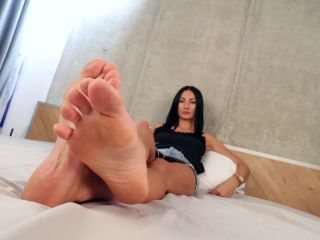 Online tube Noemi's World - Florence - She will rub her rough soles on your face - Fetish