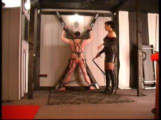 Slave – Lady Eviana -The Fetishdomina – BULLWHIP TEST