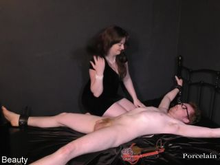 Femdom – Porcelain Beauty – Time for some belly tickles
