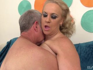 Stunning Summer Is A Chubby Mature Slut Gets Fucked Deep Then Swallows