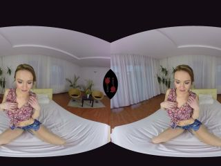 Czechvrfetish presents Belle can fit in anything 057 Virtual Reality Porn – 15.04.2017