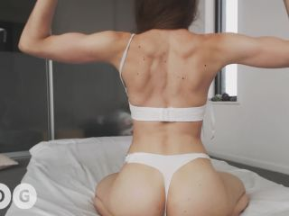 Miss Alice 94 Flexing Body Tour