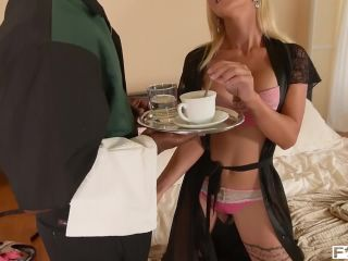 Blondie helena valentine prefers loads of cream in her black cup of co ...
