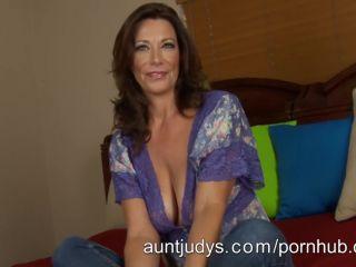 Mimi Moore Milf mimi moore masturbates on her bed